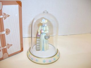 Exclusive Avon Mrs Albee Award Mini Figurine 2002