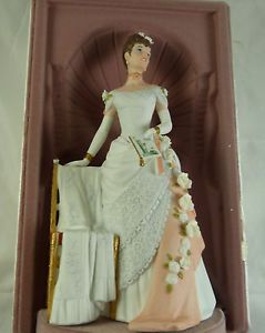 Vintage 1986 Avon Mrs Albee President's Club Porcelain Lady Figurine in Box