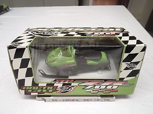 2000 ZR 700 Arctic Cat Snowmobile Diecast Toy Artic Model Collectible