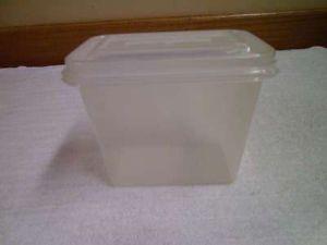 Vintage Tucker Housewares Plastic Food Storage Container