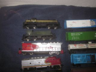 Large Lot HO Scale Engines Freight Cars Rolling Stock Parts Pieces