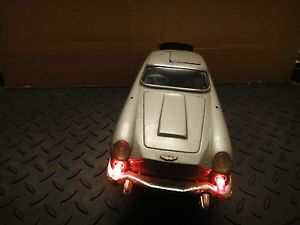 Vintage James Bond 007 Gilbert Aston Martin Battery Operated Car Eject Figure