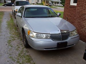 1999 Lincoln Town Car Cartier Sedan 4 Door 4 6L