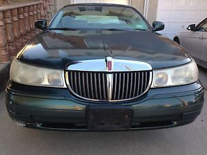 1999 Lincoln Town Car Signature Sedan 4 Door 4 6L