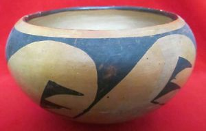 Very Old Native American Hopi Hand Crafted Clay Pottery Pot Bowl Geometric