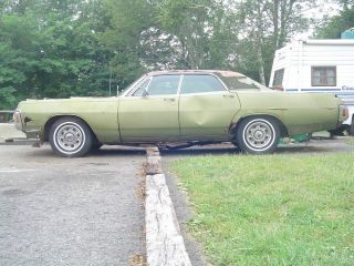 1970 Dodge Monaco 4 Dr with 383 Motor Complete Mopar Car for Parts