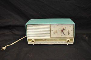 Mid Century Retro RCA Victor Standard Broadcast Turquoise Blue Radio Alarm Clock