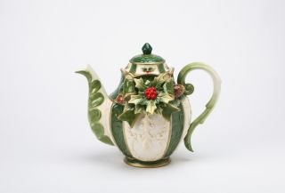 New Cosmos Fine Porcelain Hand Painted Emerald Holiday Holly Teapot 10309