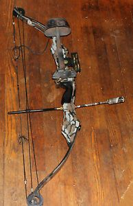 PSE Thunder Flite Game Sport Series Compound Bow RH w Accessories Trebark Camo