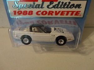Hot Wheels Corvette Central 1988 4 White '80 Chevy w RR