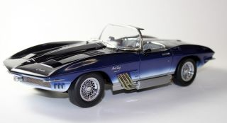 Autoart 1961 Chevrolet Corvette Mako Shark Diecast Model Car 1 18 71131