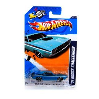 2012 Hot Wheels Muscle Mania   Mopar '71 Dodge Challenger Blue Green #82/247: Toys & Games