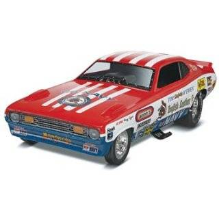 Revell 1:25 68 Dodge HEMI? Dart 2n1 Model Kit: Toys